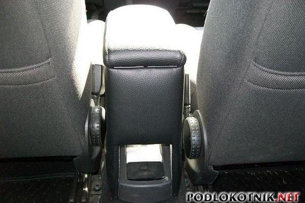 Фото подлокотника на Форд Фокус 1