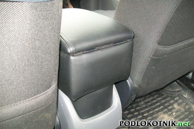 Фото подлокотника на Форд Фокус 2